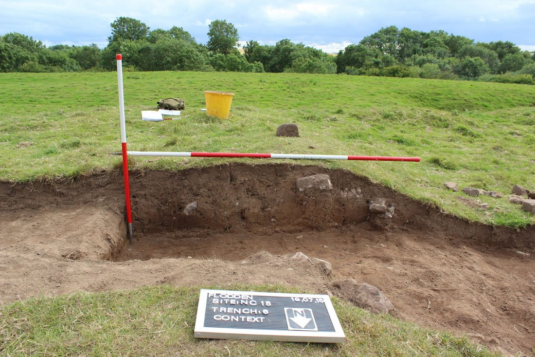 25 Image 20 Illus 23 Section cut through an earthen bank in Trench 6